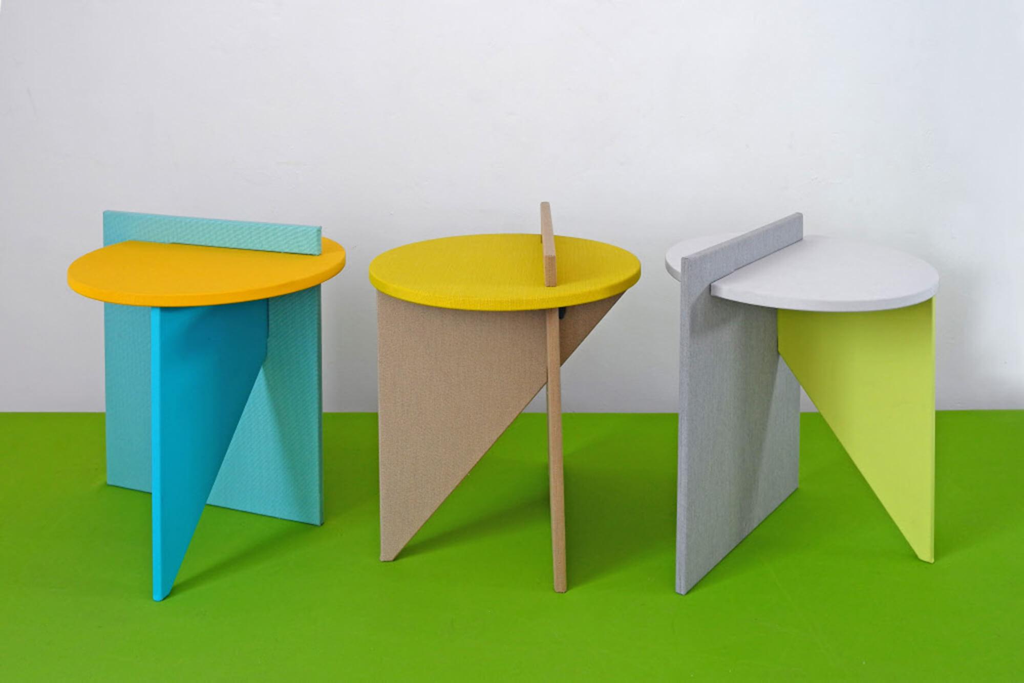 Atelier Lavit 设计的蓝黄绿色边桌